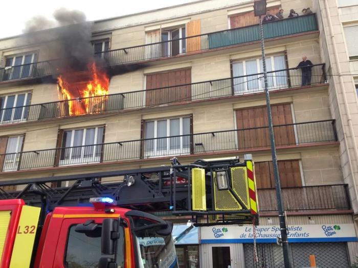 Une quarantaine de sapeurs-pompiers des Yvelines et du Val d'Oise ont été mobilisés. Les moyens engagés et la rapidité d'intervention ont permis d'empêcher le feu de se propager aux autres appartement (Photo  @Sdis78)