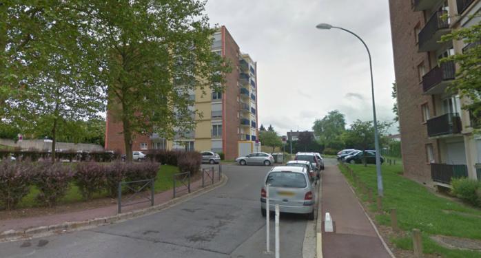 C'est dans un appartement de ces immeubles du square des 9 arpents, dans le quartier de Meulan Paradis, que l'explosition s'est produite vendredi soir (@Google Maps)
