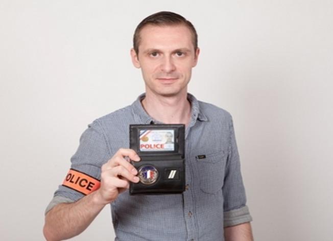 Voici une vraie carte de police : elle est imprégnée d'une puce électronique, a le format d'une carte de crédit et comporte deux photos d'identité du fonctionnaire (Photo Ministère de l'Intérieur)