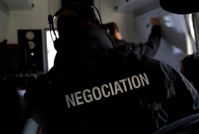 """La cellule """"négociation"""" du RAID, l'unité d'élite de la police est parvenue à obtenir la reddition du forcené. Sans effusion de sang (Photo d'illustration @DGPN)"""