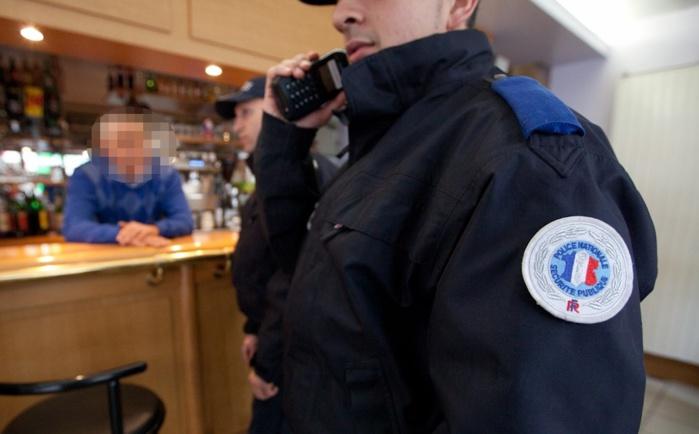 L'homme en état d'ivresse s'en prenait à la gérante et aux clients d'un restaurant. Il a été interpellé difficilement par une patrouille de police (Photo d'illustration @DGPN)