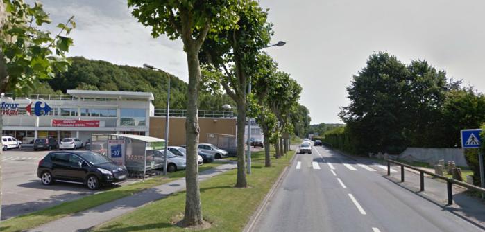 L'adolescente a été renversée sur ce passage piéton devant le supermarché Carrefour Market. Le véhicule arrivait de Ganzeville (Photo d'illustration)