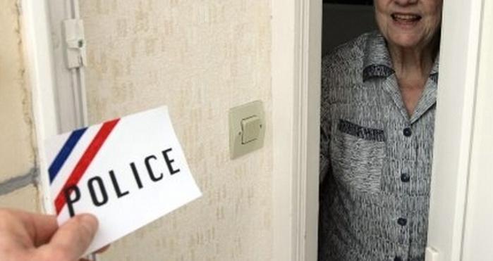 La direction dépatrtementale de la sécurité publique (DDSP) conseille fortement aux personnes âgées de ne pas laisser entrer des inconnus dans leur domicile sous quelque prétexte que ce soit, y compris lorsqu'ils se réclament d'un service de police ou de tout autre service (Photo d'illustration)
