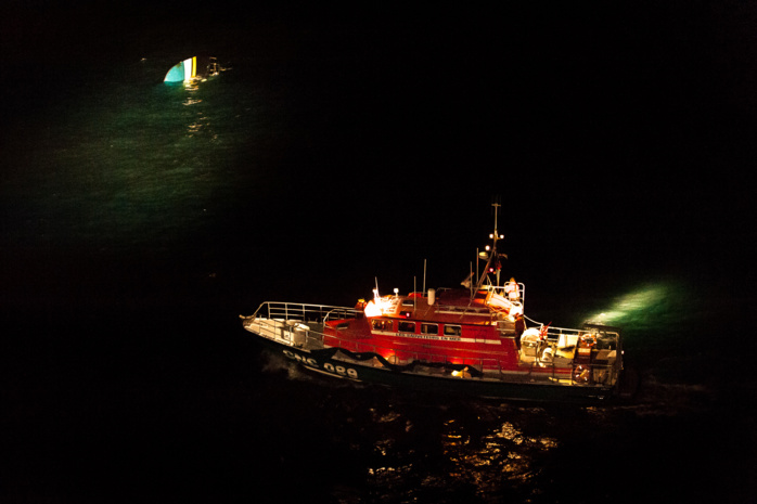 Lors de l'intervention des secours cette nuit (Photo S. Richard/Marine nationale)
