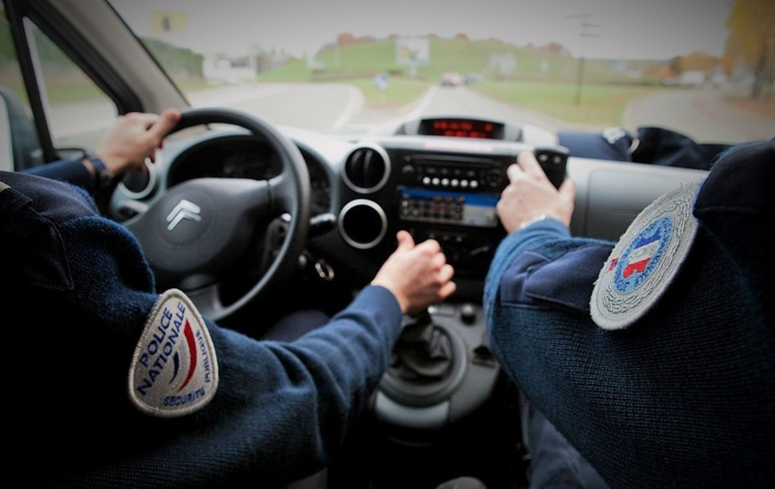 L'attention de la patrouille de police-secours a été attirée par la jeunesse du conducteur et des passagers de la Polo (Photo d'illustration @DGPN)