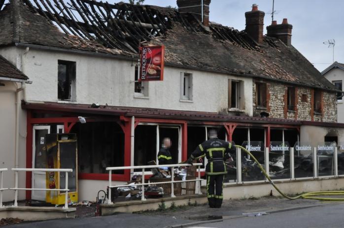 Eure : une boulangerie détruite par un violent incendie cette nuit à Autheuil-Authouillet