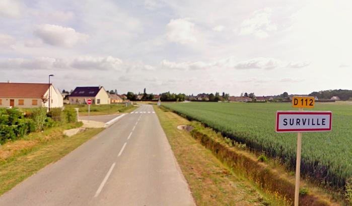 A l'arrivée des gendarmes, les cambrioleurs ont abandonné leur véhicule sur le bas-côté de la route et se sont enfuis à pied à travers champs (Photo d'illustration)