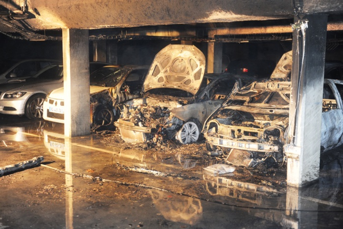 Ce qui reste des voitures calcinées dans le parking souterrain (Photos : E. Faller / SDIS78)