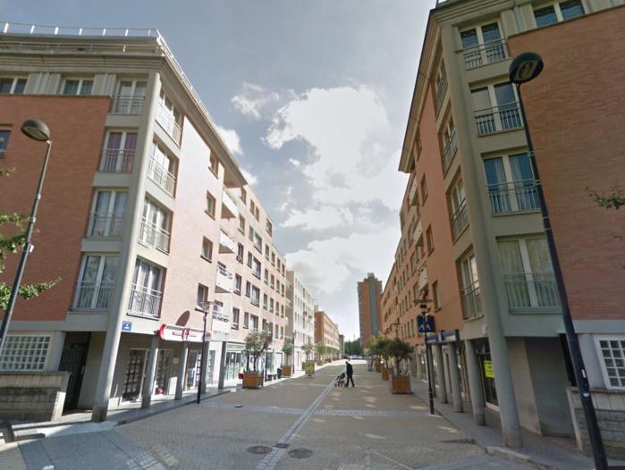 L'enfant est tombé du balcon d'un appartement situé dans un immeuble de la rue d'Athènes, à Elancourt (Photo d'illustration)