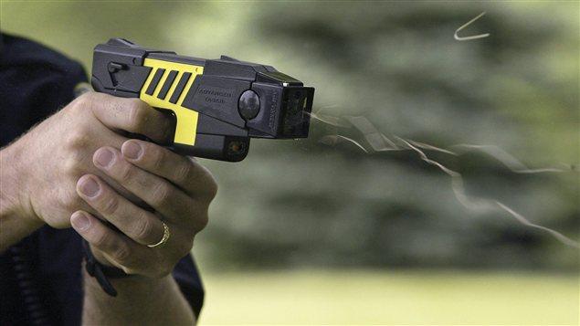Les policiers ont fait usage de leur pistolet à impulsion électrique (Photo d'illustration)
