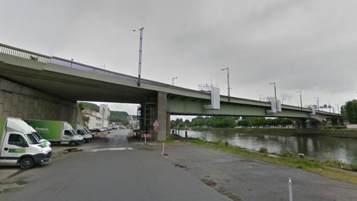 L'automobiliste dont le corps a été découvert sur la chaussée du quai du Pré aux Loups, aurait basculé par dessus la rambarde du pont Mathilde (Photo d'illustration)