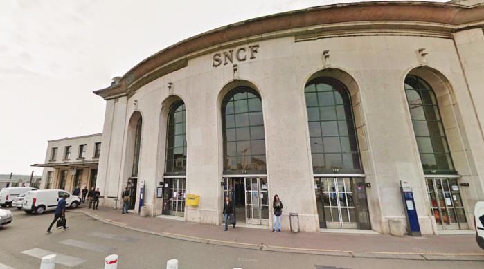 Les jeunes gens ont été interpellés à leur descente du train à la gare des Chantiers à Versailles (Photo d'illustration)