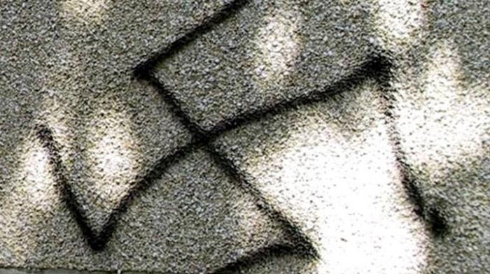 Six croix gammées on été peintes sur les murs de la mosquée (Photo d'illustration)