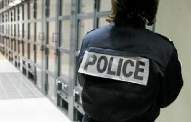 La policière procédait à une visite de sécurité des cellules de garde à vue lorsque le quinquagénaire s'en est pris à elle (Photo d'illustration)