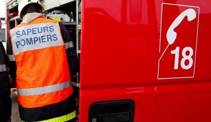 Les sapeurs-pompiers ont enfoncé la porte de l'appartement où l'homme menaçait de faire sauter des bouteilles de gaz (Photo d'illustration)