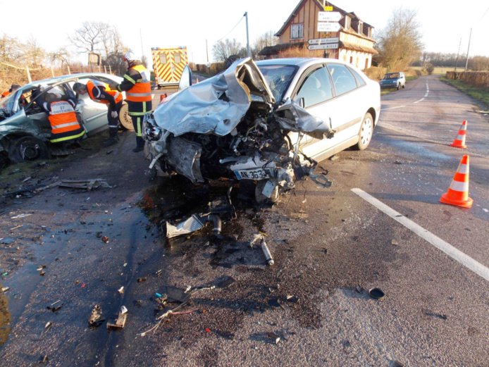 Le choc a été violent comme en témoigne l'état des deux véhicules (Photo @DR)
