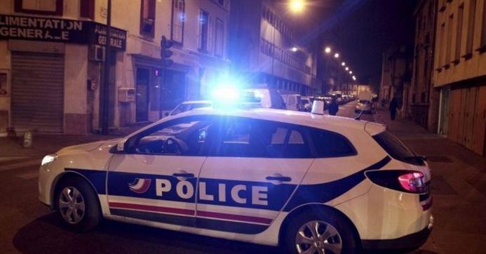 C'est au cours d'une patrouille avenue de Bretagne, rive gauche de Rouen, que les policiers ont remarqué la présence d'un homme nu et recroquevillé dans une porte cochère (Photo d'illustration)
