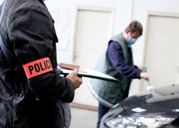 Trois véhicules volés, des armes, des plants de cannabis et des parfums ont été découverts dans les campements (Photo d'illustration)