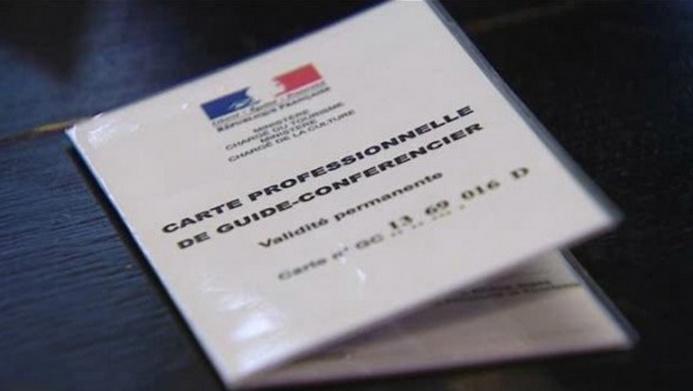 Les guides-conférenciers ont manifesté à Versailles : ils craignent la suppression de leur carte professionnelle