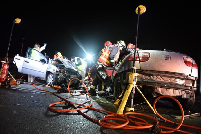 """Vendredi 16 janvier : deux morts et des blessés graves dans cette collision sur la route de """"Quarante sous"""" (RN13) à Orgeval, dans les Yvelines (Photo @Sdis78)"""