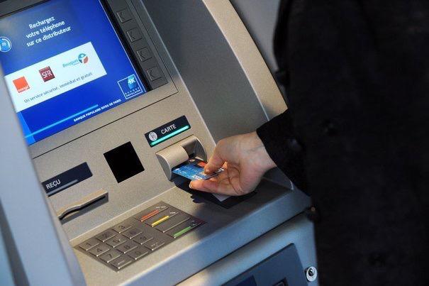 Rambouillet : les escrocs avaient piégé deux distributeurs de billets