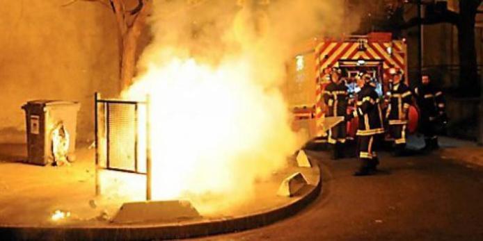 Douze poubelles ont été détruites par un incendie allumé sur l'une d'elles (Photo d'illustration)