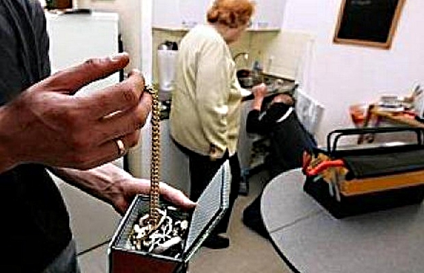 Les voleurs par fausse qualité s'attaquent plus couramment aux personnes âgées (Photo d'illustration)