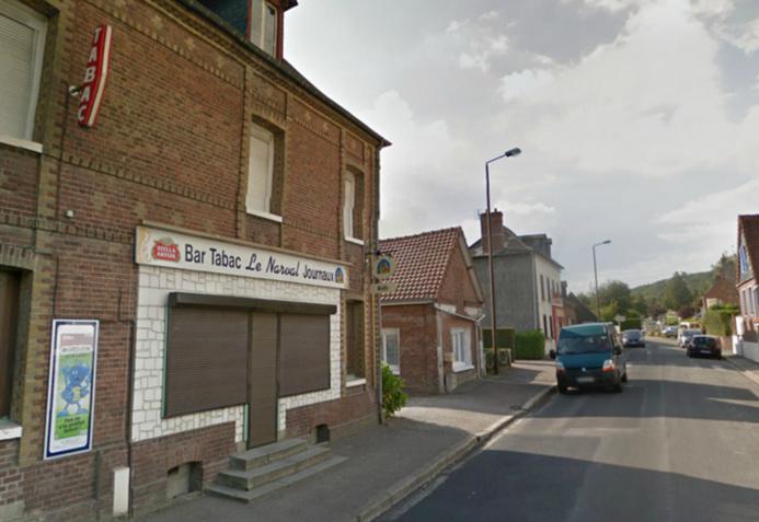 La gérante du Narval, rue Claude Groulard, Saint-Auin-le-Cauf, a claqué la porte au nez des malfaiteurs qui ont pris la fuite. Ils ont jeté leur dévolu une dizaine de mètres plus loin sur la boulangerie Aux Délices de Saint-Aubin (Photo d'illustration @Google Maps)