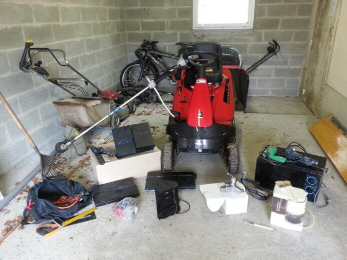 Lors d'une récente enquête, les gendarmes avaient retrouvé, dans le garage d'un cambrioleur, du matériel de jardinage et divers autres objets (Photo d'illustration)