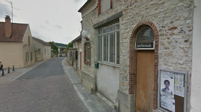 Le presbytère est situé juste à côté de la salle paroissiale, devant l'église de Rosny (@Google Maps)