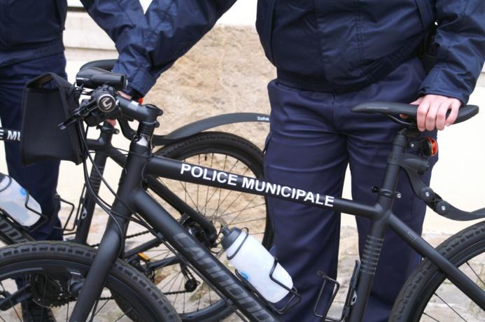 La 406 a foncé délibérément sur le policier municipal à VTT qui s