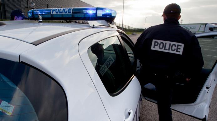 Les policiers ont retrouvé rapidement le camion rouge dans lequel un homme était séquestré par un mari jaloux (Illustration @DGPN)