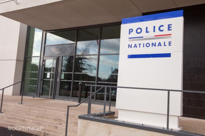 Les six squatters ont été ramenés au commissariat de Houilles pour être placés en garde à vue (illustration@DGPN)