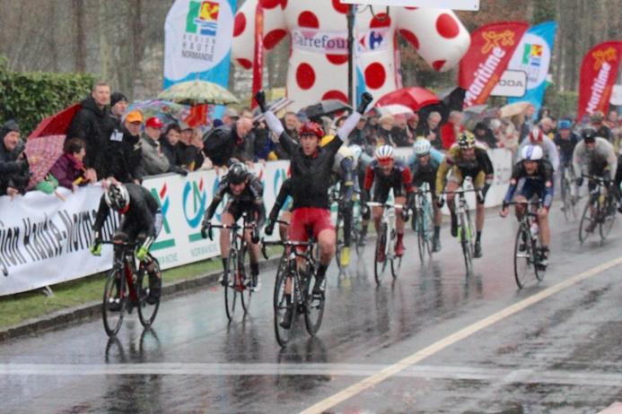 Lucas Destang (Vendée U) remporte la première etape à Forges-les-Eaux (photo extraite du site Tour de Normandie)