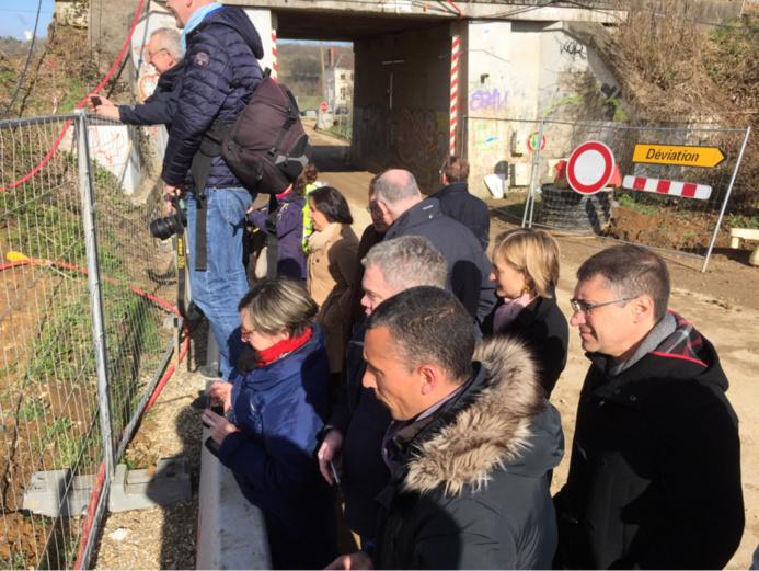 Mise en place du pont-rail à Evreux : une opération impressionnante