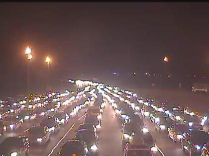 Vue du trafic ce soir au péage de Beuzeville (webcam A13)