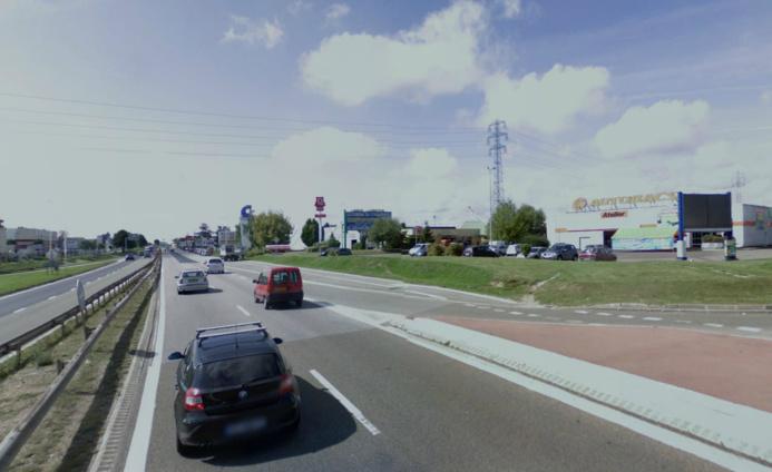 Le pilote du scooter a perdu le contrôle de son engin à hauteur de la société Autobacs (à droite sur cette photo d'illustration)