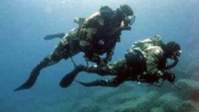 @Illustration d'une intervention de plongeurs-demineurs de la marine