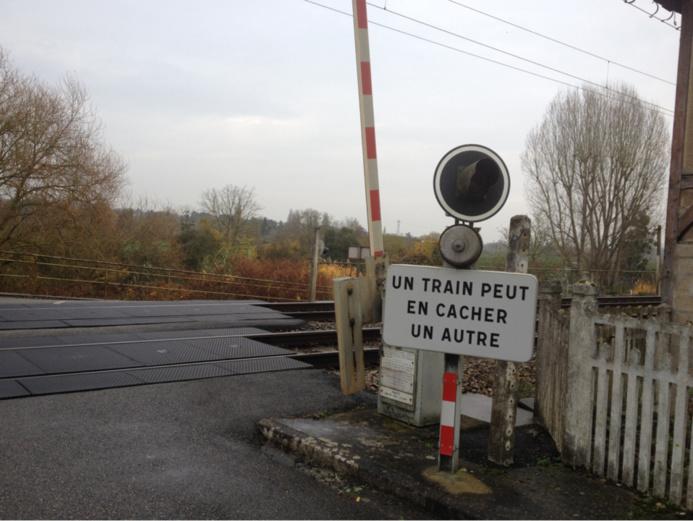 @illustration d'un passage à niveau automatique sur la ligne Paris- Rouen