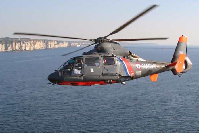 @Illustration - L'hélicoptère Dauphin de la Marine nationale a été mobilisé