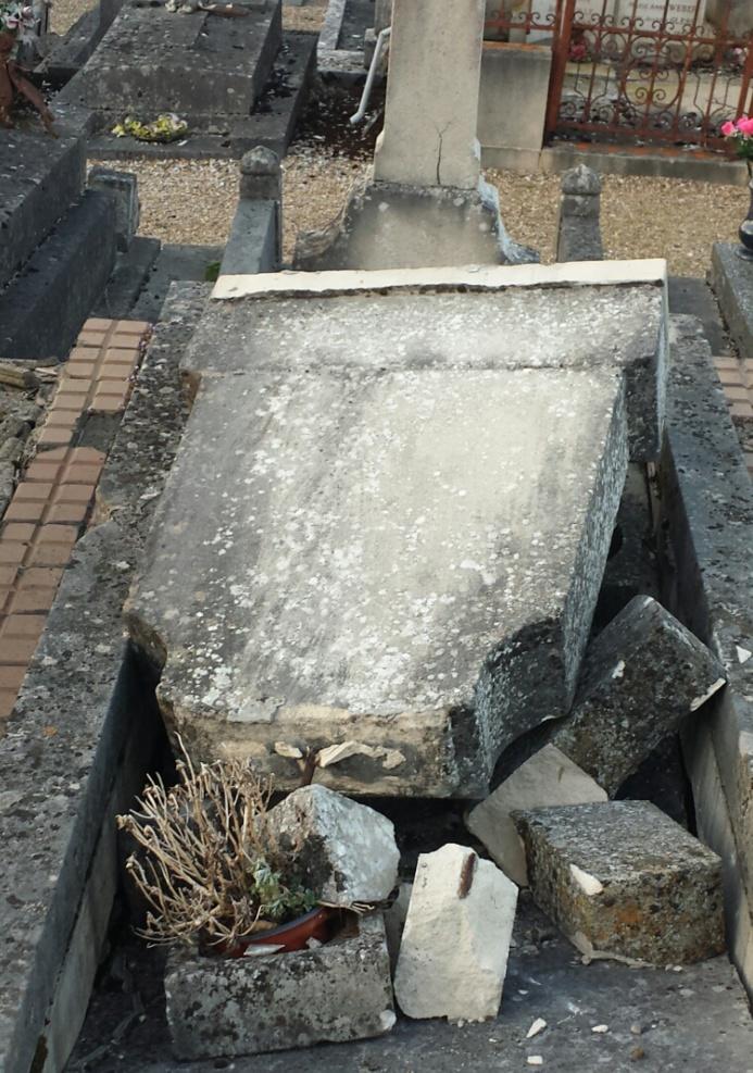 Une douzaine de tombes dégradées dans le cimetière de Caudebec-lès-Elbeuf