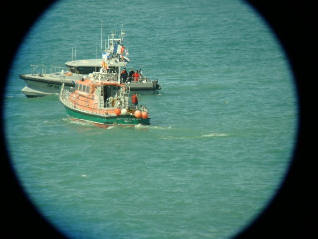 Le Rêveur chavire devant Granville : les deux plaisanciers sont sains  et saufs