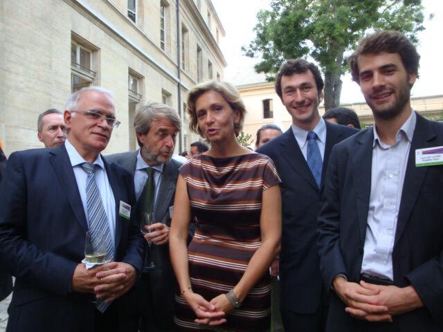 La société normande PlugMed a été récompensée en 2011 par le Ministère de la Recherche. Sur la photo : Pierre Sabin (PlugMed), Gilles Copin (membre du Jury), Valérie Pécresse (Ministre de la Recherche), Hubert Hardy (PlugMed), et Louis de Lillers (PlugMed)
