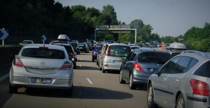 Selon les observateurs de la sécurité routière, le trafic devrait être très dense dès ce jeudi soir (Illustration @infoNormandie)