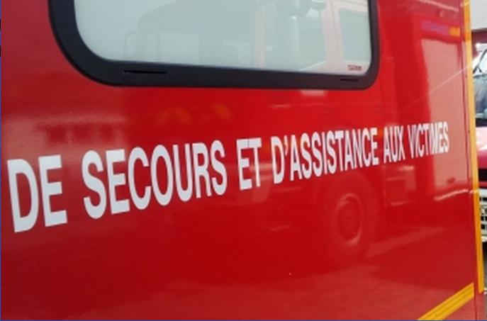 La conductrice, blessée, a été transportée par l'ambulance des pompiers au CHU de Rouen (Illustration)