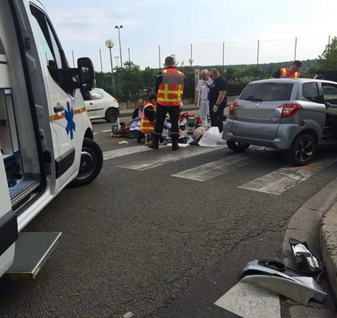 Les ambulanciers de la société Conflans Ambulances (ATSU) sont arrivés les premiers sur les lieux. Ils ont porté secours à la victime en procédant à des massages cardiaques (Photo Catsuf/Facebook)