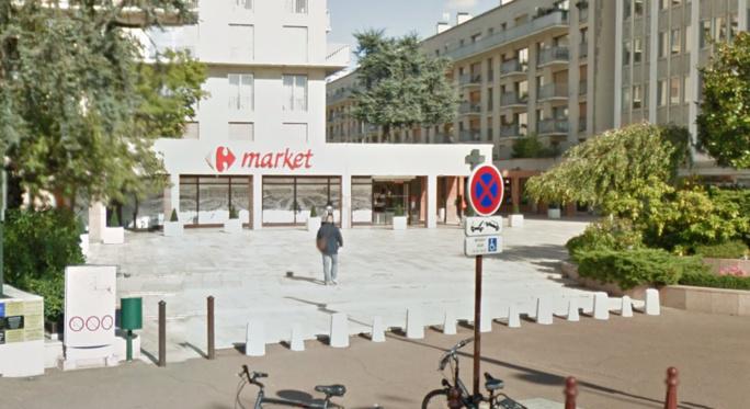 Le supermarché est implanté dans le centre commercial de Versailles Grand Siècle (illustration Google Maps)