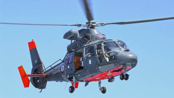 La personneâgée a été héliportée par l'hélico de la Marine nationale vers l'hôpital de Granville ( Photo Marine nationale)