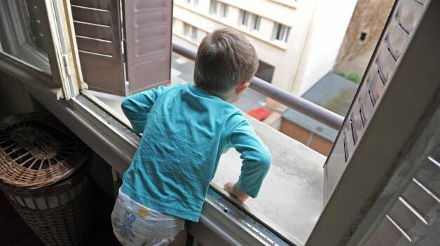 Chute par la fen tre les jeunes enfants surtout les for Accident domestique cuisine