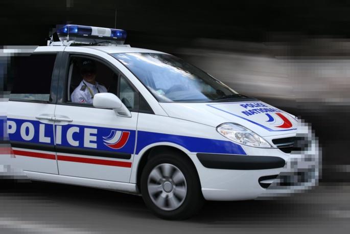 Les deux hommes ont été interpellés par une aptrouille de police à un arrêt de bus à Mézy-sur-Seine (Illustration)